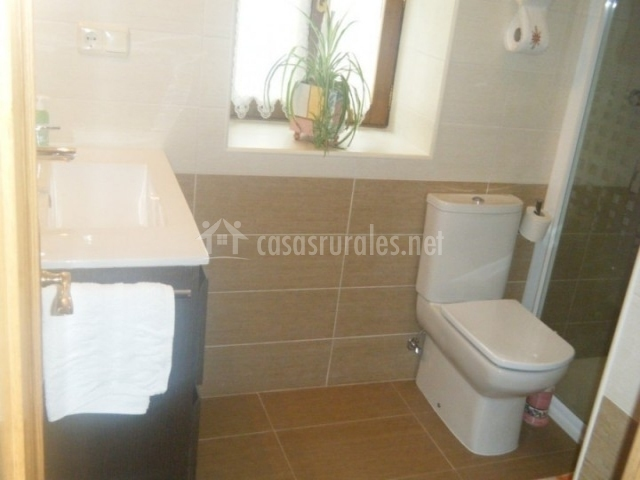 Casa artxea i casas rurales en arrayoz arraioz navarra for Cuartos de aseo con ducha