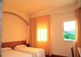 Habitación doble vista montaña con dos camas
