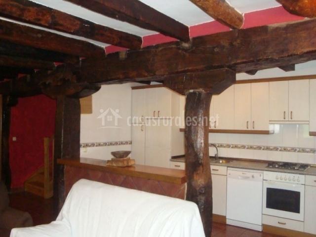 Casa martiorneko borda i en oiz de santesteban oitz navarra for Sala de estar y cocina