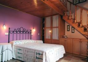 Buhardilla con dos camas individuales