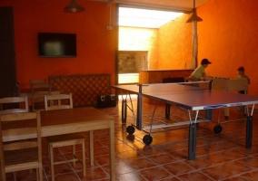 Sala común con mesa de ping-pong