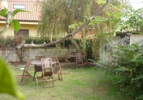 Jardín con mobiliario exterior