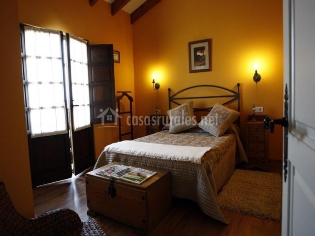 El oteru i en priesca asturias for Habitacion matrimonio completa