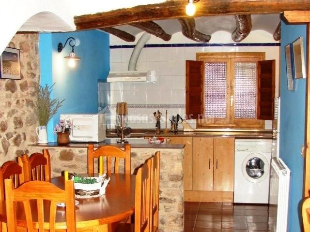 Casa la laguna en gallocanta zaragoza - La cocina en casa ...