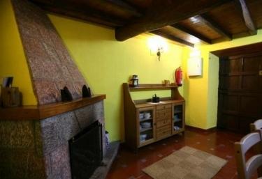 Casas rurales con chimenea en sevares for Casa rural con chimenea asturias
