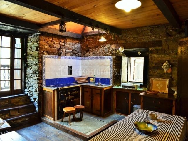 Casa de pinos as veigas casas rurales en veigas asturias for Cocinas para casas rurales