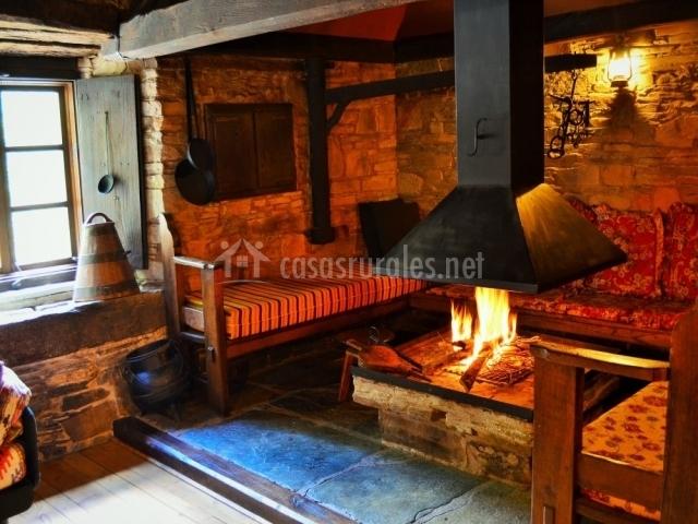 Casa de pinos as veigas casas rurales en veigas asturias for Casa rural con chimenea asturias