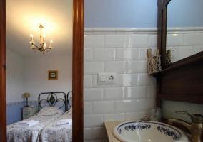 El baño esta en la habitación