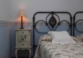 Mesilla en el dormitorio doble