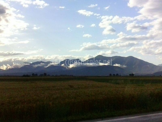Montaña cercana