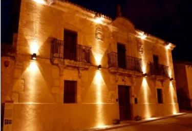 Palacio de Los Serrano - Centro de Turismo Activo - Sotillo De La Ribera, Burgos