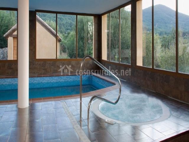 C t r manantial del chorro en navafria segovia for Hotel piscina segovia