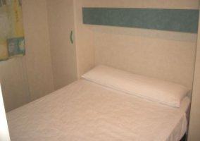 Dormitorio matrimonial con armarios