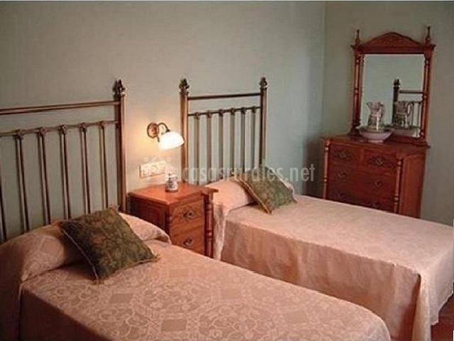 Habitación doble con cómoda