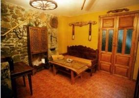 Bodega con muebles de madera
