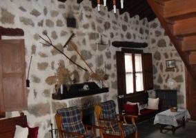 Sala de estar y escalera