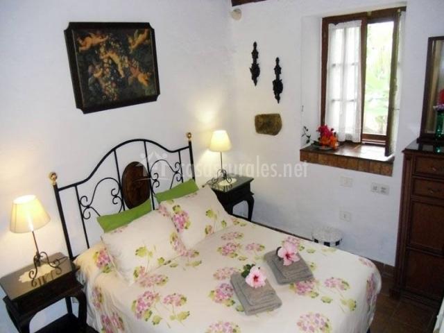 Habitación de matrimonio con cama