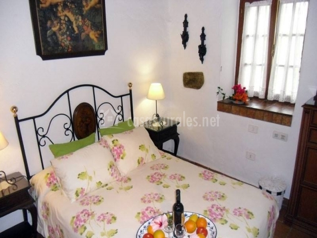 Habitación de matrimonio con desayuno en la cama