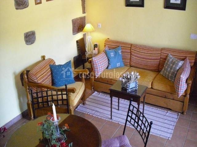 Sofás y sillones en el salón-comedor