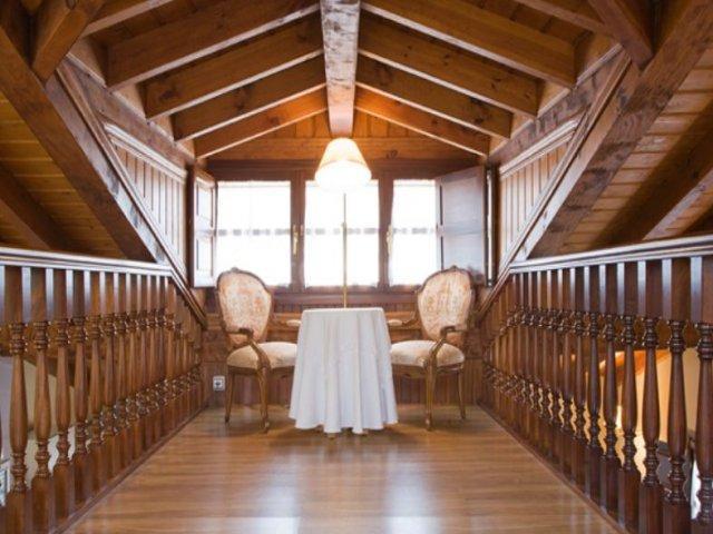 Dúplex con techos de madera