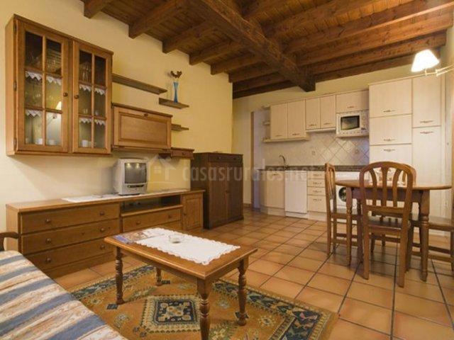 El Castañeu con cocina y sala de estar