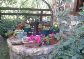 Zona exterior con mobiliario de jardín