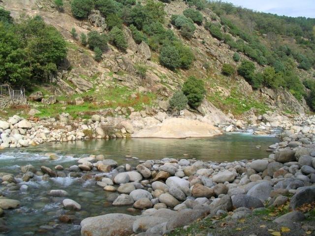 Casa rural la josa en candeleda vila for Candeleda piscinas naturales