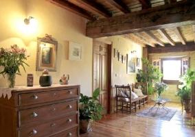 Escaleras de madera y techos con vigas