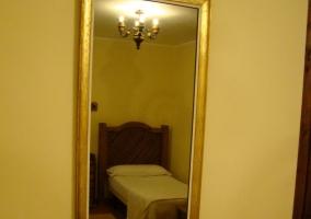Espejo en habitación doble