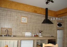 Numerosos electrodomésticos en la cocina