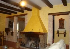 Preciosa chimenea para calentar la casa