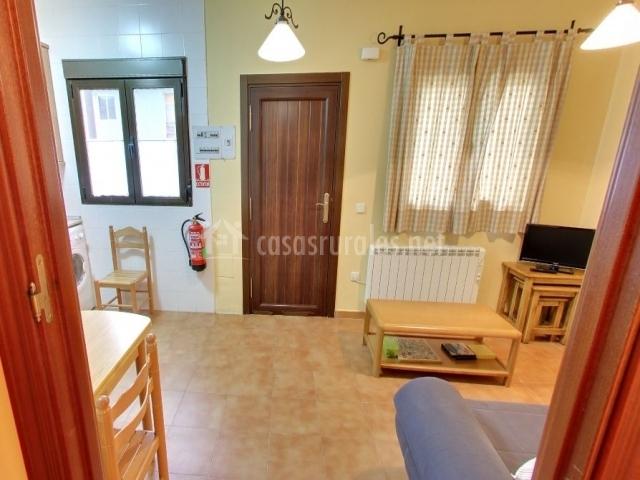 Apartamentos rurales la ca ada en san mames madrid for Sala de estar vista desde arriba
