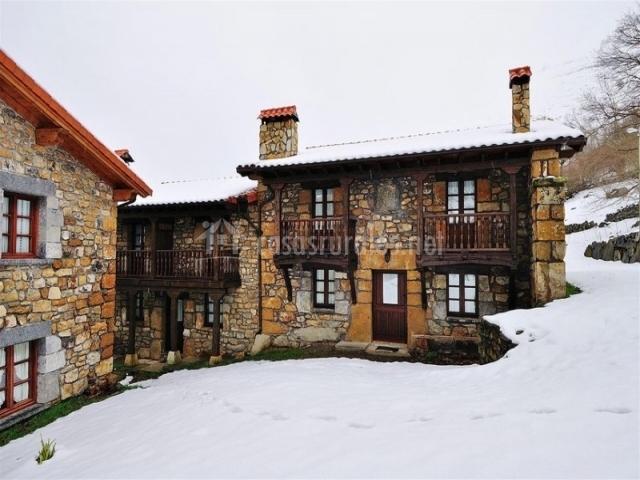Exteriores del complejo con nieve