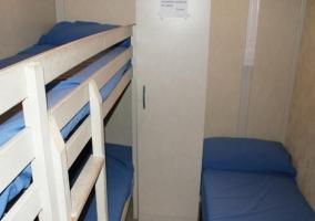 Habitación triple con litera y cama