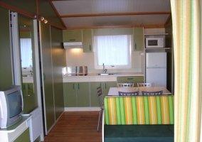 Salón y cocina en zona diáfana