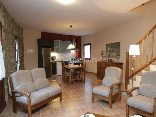 Apartamento segre casas rurales en martinet lleida for Salon comedor cocina mismo espacio
