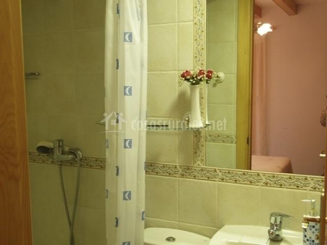 Casa javier en rodellar huesca for Plato de ducha en ingles