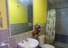 baño habitación floral