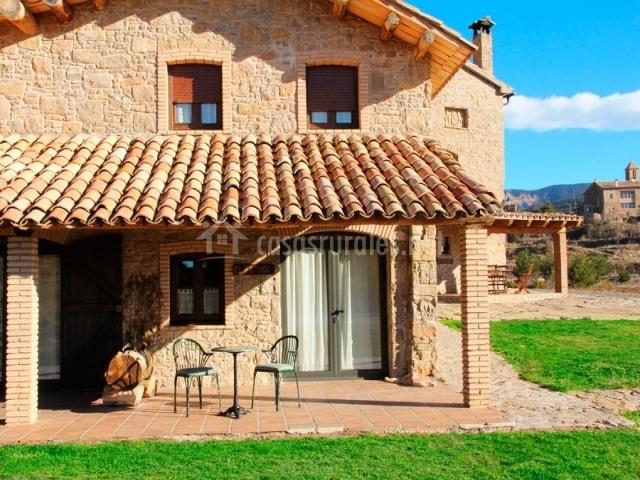 El refugi en capolat barcelona - Casas con porche ...