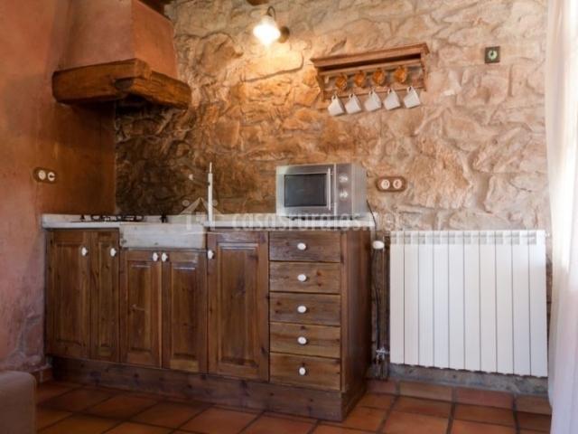 Cocina en madera de la casa rural