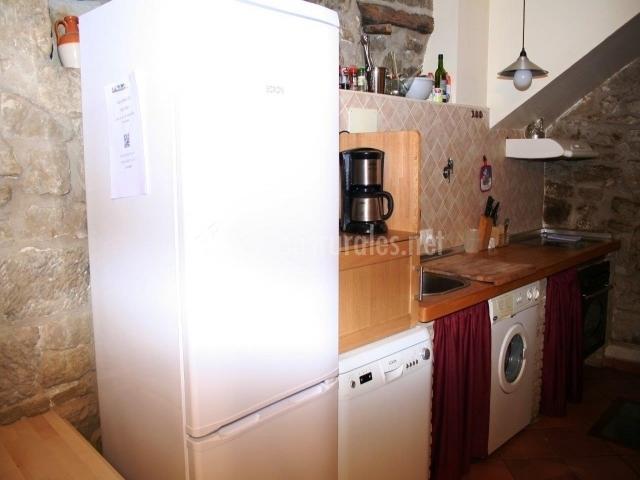 Casa leandr n ii en murillo de gallego huesca for Mesa supletoria cocina