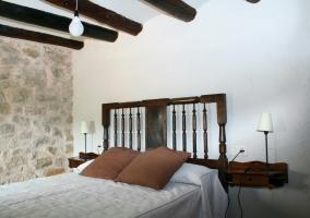 Dormitorio y cama de matrimonio
