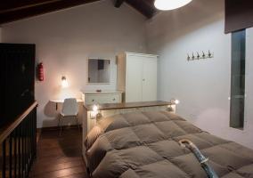 Dormitorio con balcón hacia el salón
