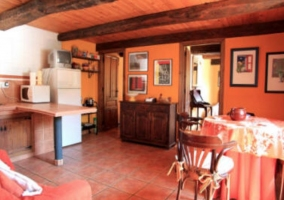 Parte de cocina y del salón