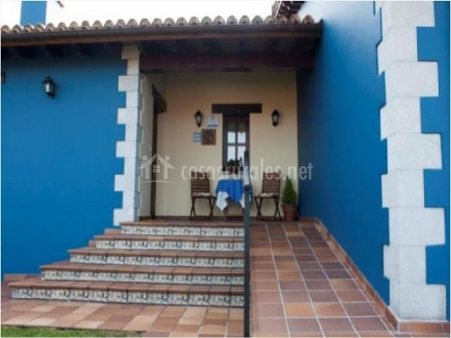 La llosa del barreu en ribadesella asturias for Escaleras entrada casa