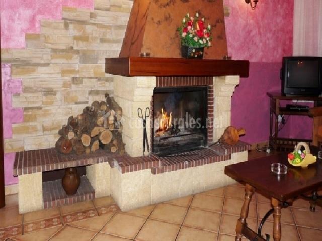 Casas rurales florentino los moros en robledillo vila - La casa de la chimenea ...