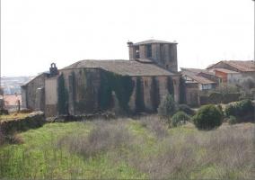 Vistas de la iglesia de Cuacos de Yuste