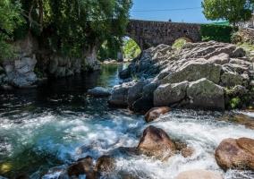 Garganta desembocando en el río