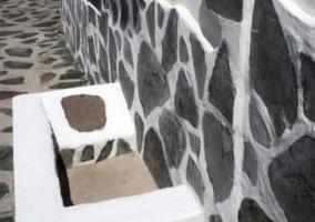 fachada en blanco y negro