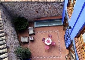 Terraza con muebles de hierro